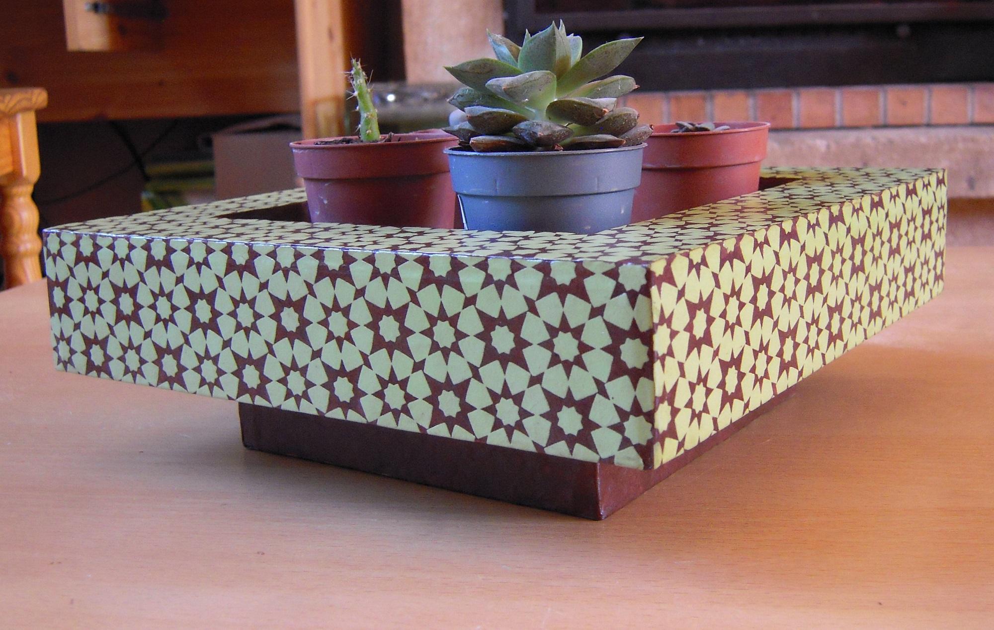 Cache pots et porte plantes en carton 2014 cartons patte d 39 f - Porte plante ...