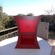 Chevet rouge en carton (face)