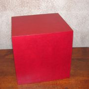 Pouf en carton rouge carmin