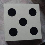 Pouf dé, en carton (assise)