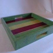 Plateau carré vert à rayures