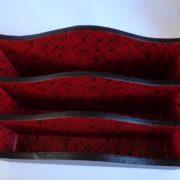 Porte-courrier noir et rouge