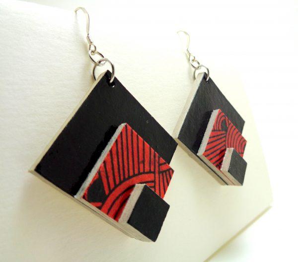 Boucles d'oreille losange en carton noir-rouge nœuds