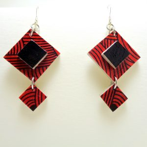 Boucles d'oreilles en carton rouge et noires