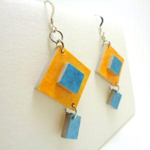 Boucles d'oreille en carton jaune et bleu