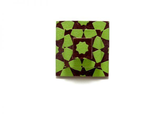 Bague carrée en carton vert à motifs