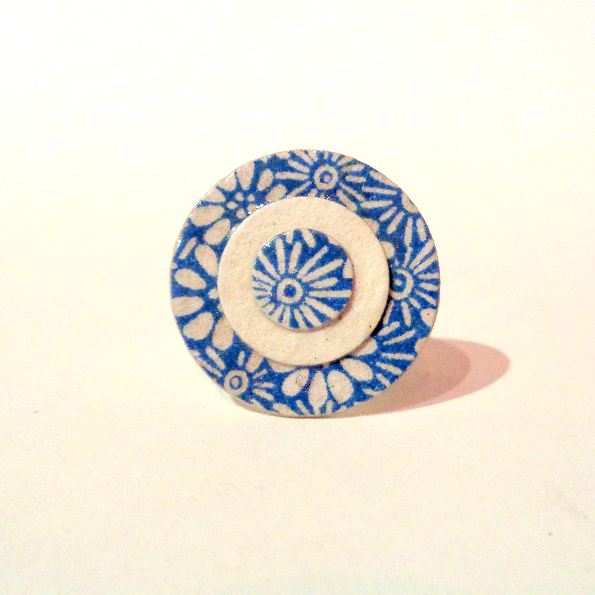 taille 40 dcdd1 59966 Petite bague ronde en carton - Bleu porcelaine à fleurs/Blanc